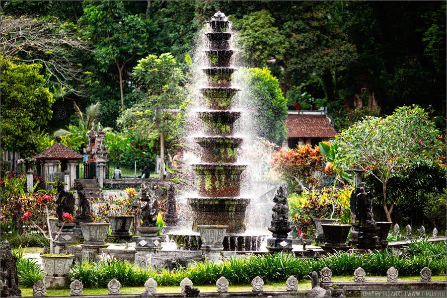 """""""Водный дворец Тиртаганга на Бали."""